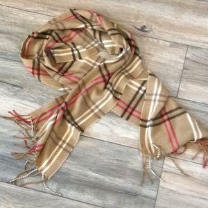 Soft scarf in tan plaid